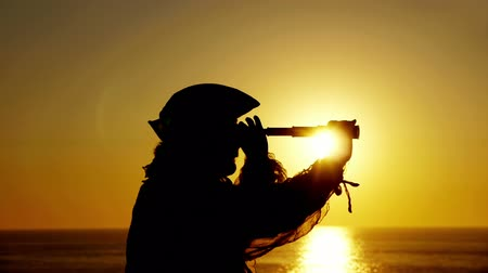 pirat : Explorer With Spyglass Silhouette (HD). Explorer or sailor silhouette against sunset with a spyglass looking around.