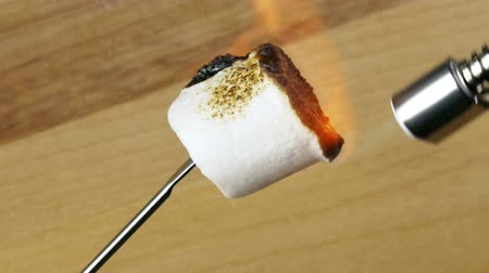 cozinhado : Torched Marshmallow (HD). Marshmallow candy torched with a high heat butane torch. Turns dark and scorched while being turned.