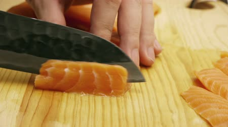 preparado : Salmon Sashimi Cuts for sushi with Japanese Knife on wood.