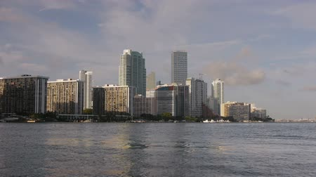 Майами : Miami Downtown Skyline Timelapse. Water is Real Time Clouds Speed Up Стоковые видеозаписи