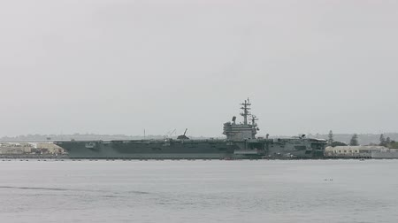 letadlo : Aircraft Carrier In The Port of San Diego Stationed.