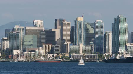в центре города : San Diego Bay With Downtown Skyline and Ships