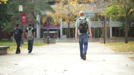 ödev : College student walking on a university campus.