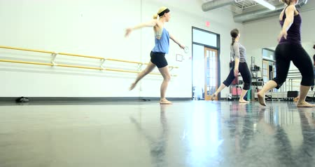 klapki : Ballet dancers (ballerinas) practicing and rehearsing inside a dance studio. Ultra HD 4K