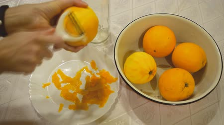 césar : Removing the zest from the orange to make liquor.