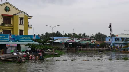 arquipélago : CANTHO, VIETNAM - December 5th, 2015: Cai Rang floating market in Mekong River is characteristic for the West River area casual and rustic in business agricultural commodities in Can Tho, Viet Nam