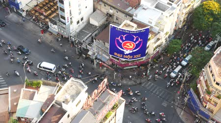 genuíno : HO CHI MINH, VIETNAM - MARCH 11 2017: Thousands of motorcycles crowd the streets of Ho Chi Minh City also known as Saigon, the largest city in Vietnam Stock Footage
