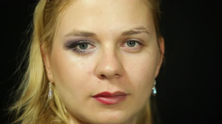 halve : Detail of a young woman with makeup applied on only one half of face Stock Footage