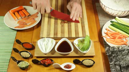 comida japonesa : Closeup of chopping chilli peppers