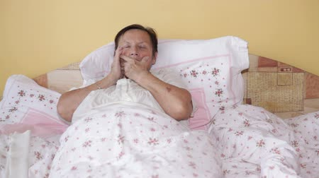 sorunlar : Ill senior woman in bed with painful toothache.