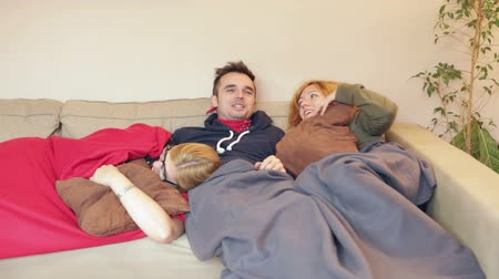 uykulu : Sleepy women and man resting together on the sofa at home. Stok Video