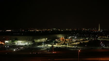 pentágono : The Pentagon and busy highway at night in Washington DC, USA. Vídeos