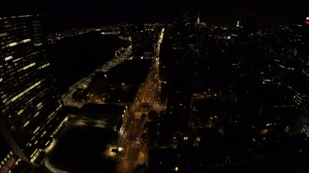 mroczne : Night timelapse of the Midtown Manhattan, First Avenue, FDR Drive and East River in New York City, USA. Wideo