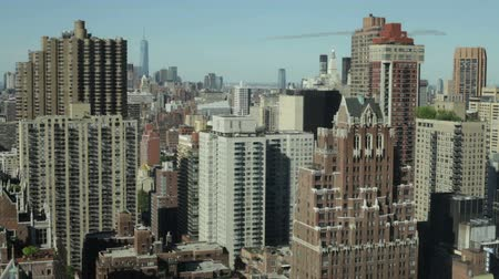 uzun boylu : Skyscrapers and buildings architecture in Manhattan, New York City, USA. Stok Video
