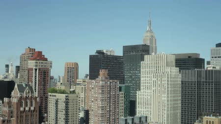 аренда : Skyscrapers and modern business buildings in Manhattan, New York City, USA. Стоковые видеозаписи