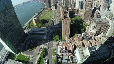 keleti : The Midtown Manhattan, First Avenue and East River in New York City, USA. Stock mozgókép