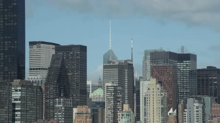 New York City, USA - 14 May 2015: Midtown Manhattan skyline with the MetLife Building and the Bank of America Tower during spring day in NYC. Dostupné videozáznamy