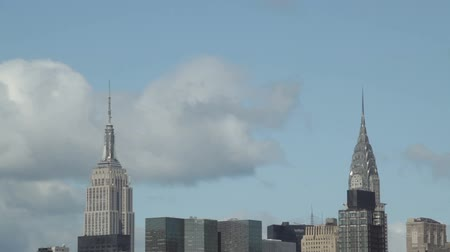 New York City, USA - 14 May 2015: Time-lapse of the Empire State Building and the Chrysler Building during spring cloudy day in the Midtown Manhattan. Dostupné videozáznamy