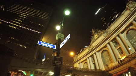New York City, USA - 17 May 2015: Nigh scene in front of Grand Central Terminal in Midtown Manhattan at night. Dostupné videozáznamy
