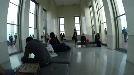 New York City, USA - 20 May 2015: Visitors on the Top of the Rock Observation Deck at Rockefeller Center skyscraper on Midtown Manhattan. Dostupné videozáznamy
