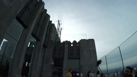 New York City, USA - 20 May 2015: Tourists and the Top of the Rock Observation Deck at Rockefeller Center skyscraper on Midtown Manhattan. Dostupné videozáznamy