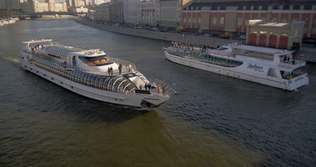 RUSSIA, MOSCOW - OCTOBER 20, 2018: beautiful ship goes down the River in the city Stock mozgókép