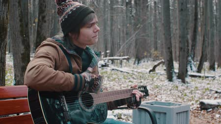 ator : people in the Park playing guitar in winter