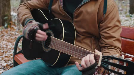 luar : Slow Motion man in the Park plays guitar in winter