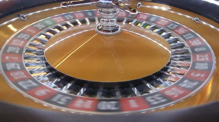 esély : Roulette wheel in casino Stock mozgókép