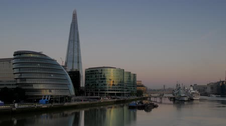 belfast : Static shot of The Shard, City Hall and HMS Belfast taken from the north bank of the Thames. Footage is 4K original and shot on a clear sunny autumn morning as a Thames river boat passes Stock Footage