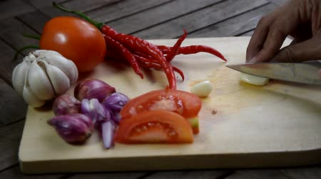 pimentas : video footage hand slicing onion at cutting board