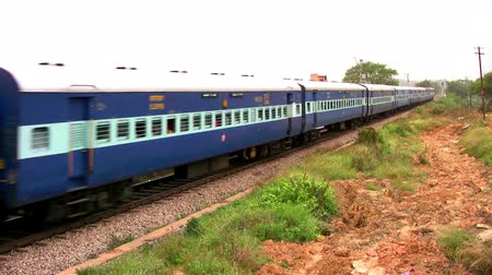 kolej : Indian passenger train passes by suburbs of Bangalore, Karnataka, India. Wideo