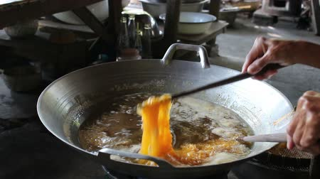 tradicional : Cooking Thai snack Foi Thong
