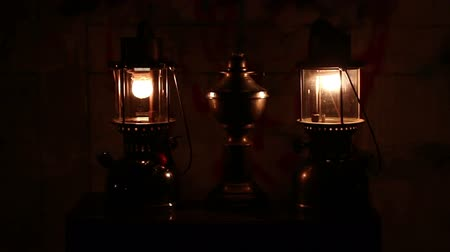 lampa naftowa : Oil lamp in dark night at home no electricity