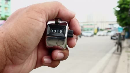 çetele : counting cars with counter clicker machine