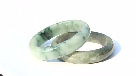 precioso : Jade bracelets rotate on isolated