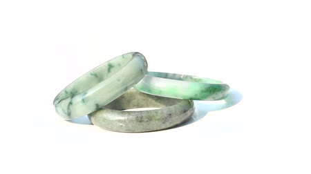 dinastia : Jade bracelets rotate on isolated