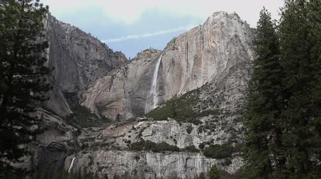 modrá obloha : Upper And Lower Yosemite Falls Early Spring