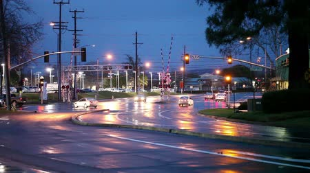 encruzilhada : Suburban Intersection Traffic Wet Street At Night