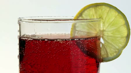 efervescente : Red Carbonated Drink Poured Into Glass Lemon Vídeos