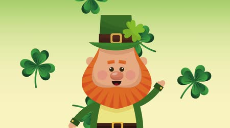открытка : Cute elf greeting over green clovers falling background High definition animation colorful scenes Стоковые видеозаписи