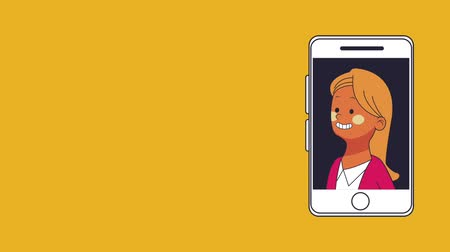 sahne : Business woman smiling on smartphone screen High Definition animation colorful scenes