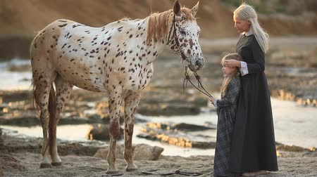 benekli : Woman in classic dress and mottled horse Stok Video