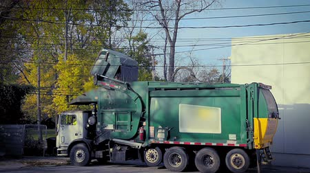 lixo : Business Trash Pickup Stock Footage