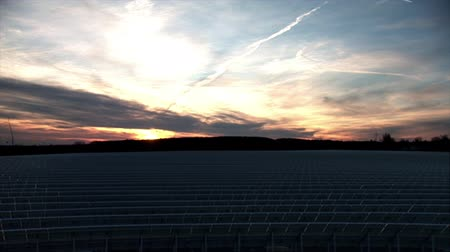 renovável : Time lapse of sunrise over solar plant