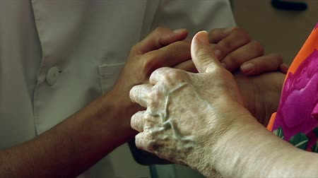 hemşirelik : Nurse and senior citizen holding hands