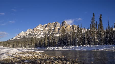 mrożonki : Time lapse of scenic Bow river and Castle Mountain in winter Banff National Park Alberta Canada