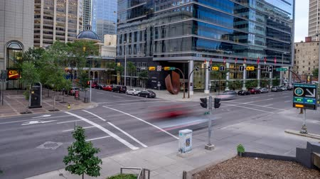 seçkinler : Time lapse of busy street in the evening  in Calgary, Alberta Canada. This busy street is located in Calgarys financial district.