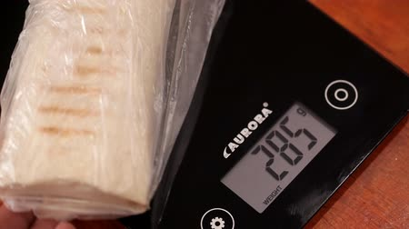 weighing machine : Weighing shawarma on kitchen scales Stock Footage
