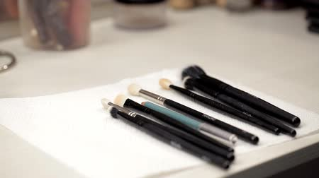 bege : Makeup brushes on the table